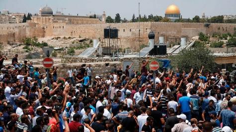 """Беспорядки в Иерусалиме: тысячи арабов кричат """"Аллах акбар"""" у Храмовой горы"""