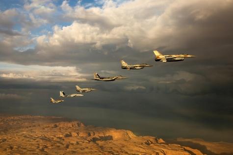 Израильские ВВС нанесли удар попозициям ХАМАС вответ наракетный обстрел