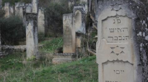 Страшный акт вандализма наеврейском кладбище вСент-Луис