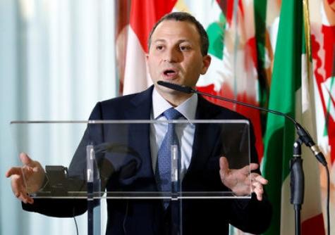 Эммануэль Макрон пригласил объявившего оботставке премьера Ливана воФранцию