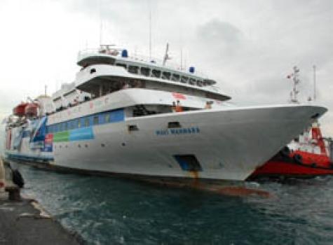 Израильские военные перехватили судно сактивистами, направлявшееся вГазу