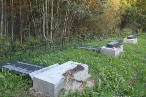 Вандалы разрушили мемориал жертвам Холокоста вПсковской области